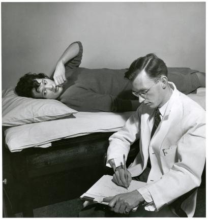 Sesión de consejería en McGill University, cuya sección de Psiquiatría fue en gran medida financiada por la Fundación Rockefeller.