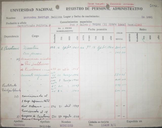 Ficha de registro de personal administrativo correspondiente a Mercedes Rodrigo. Fuente: Archivo Histórico Universidad Nacional de Colombia, imagen captada por el autor.