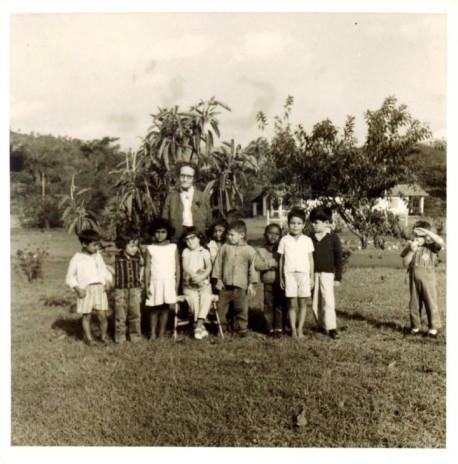 helena_antipoff_e_alunos_do_complexo_educacional_fazenda_do_rosario
